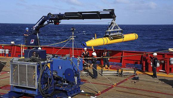Submarino buscará las cajas negras del avión desaparecido
