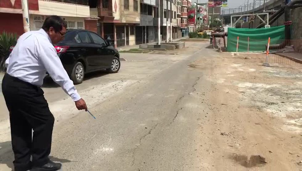Continúan registrándose rajaduras y hundimientos en la avenida Próceres de la Independencia en San Juan de Lurigancho (Gladys Pereyra)