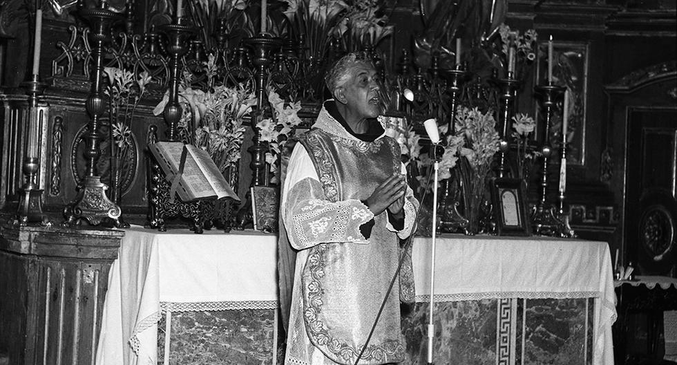 LIMA, 17 DE MAYO DE 1961  MISA OFICIADA POR JOSE DE GUADALUPE MOJICA EN LA IGLESIA SAN FRANCISCO POR MUERTOS EN CUBA.  FOTO: GEC ARCHIVO HISTÓRICO