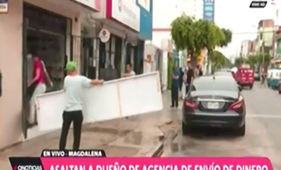 Esta tarde, dos delincuentes a mano armada asaltaron al dueño de una conocida agencia de envío y recibo de dinero en Magdalena. (Foto: ATV+)