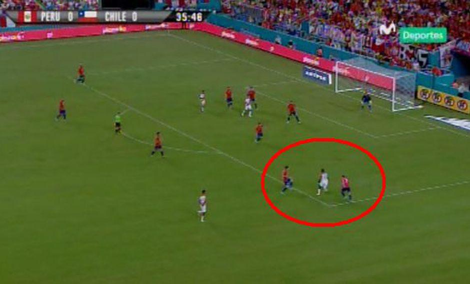 Perú vs. Chile: Luis Advíncula superó a tres rivales a pura velocidad y casi anota un golazo | VIDEO. (Foto: Captura de pantalla)
