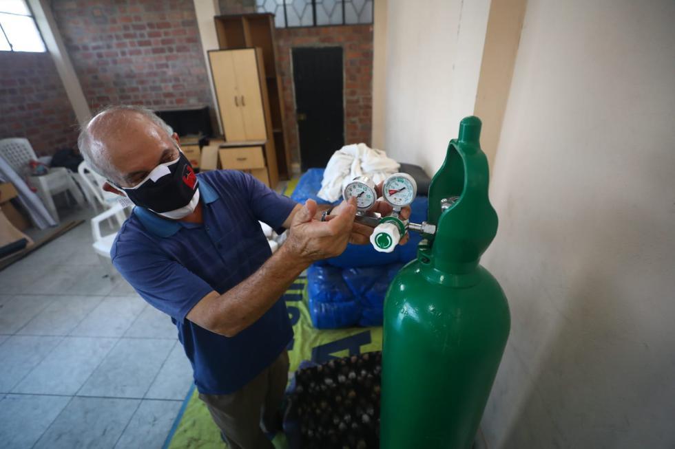 Un grupo de delincuentes robó cinco nanómetros de balones de oxígeno medicinal, canastas con víveres y productos de primera necesidad destinados a personas afectadas con coronavirus (COVID-19) que proporcionaba gratuitamente la parroquia San Marcos en San Juan Lurigancho. (Fotos: Gonzalo Córdova /@photo.gec)