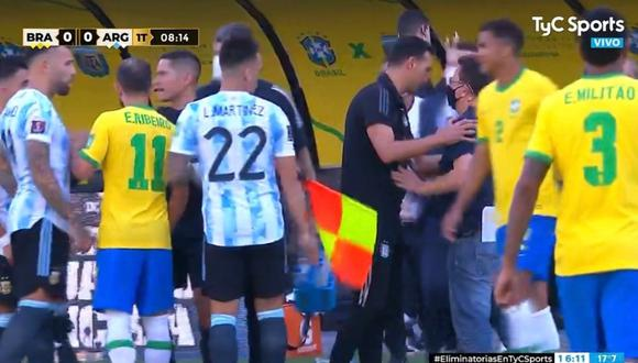 Un papelón histórico es el que se ha vivido en el partido entre Brasil y Argentina. FOTO: Captura/TyC Sports.