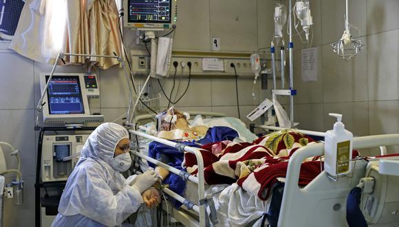 En casos graves, las personas con coronavirus necesitan respiración artificial. (Foto: KOOSHA MAHSHID FALAHI / MIZAN NEWS AGENCY / AFP)