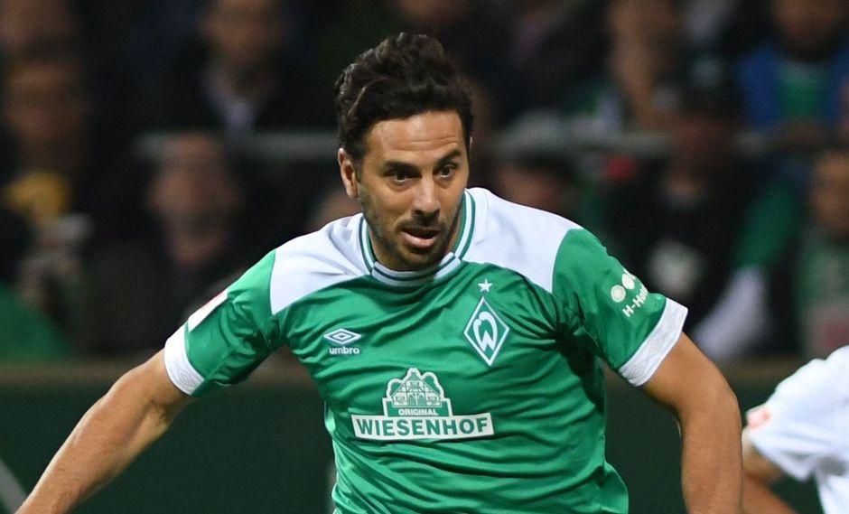 Claudio Pizarro acaba de ingresar a un grupo selecto de deportistas en la Bundesliga. El veterano artillero peruano, además, logró su conquista número 193 en Alemania. (Foto: AFP)