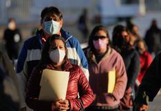 México comienza vacunación contra el coronavirus de maestros tras un año sin clases presenciales
