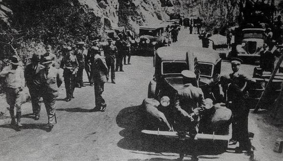 El 28 de febrero de 1938, la comitiva del presidente Óscar R. Benavides y del alcalde de Chorrillos, Luis Marrou Correa, bajó por la nueva pista de La Costanera. El camino estaba trazado para tener en las décadas siguientes una costa de playa para los limeños. (Foto: GEC Archivo Histórico)