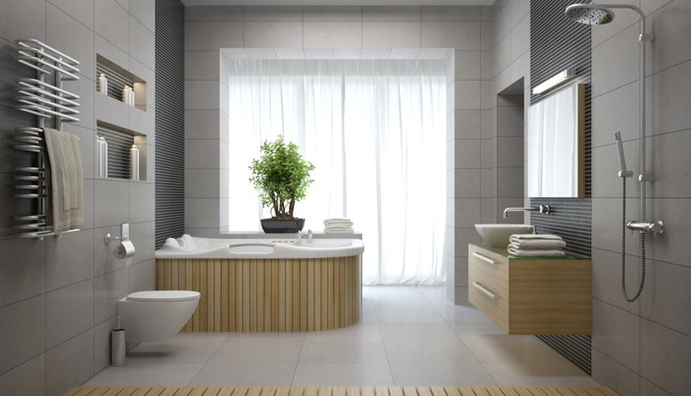 Mantén los gabinetes de tu baño organizados para que sepas siempre dónde está cada cosa. No olvides tener una canasta con productos de limpieza en uno de ellos. (Foto: Shutterstock)