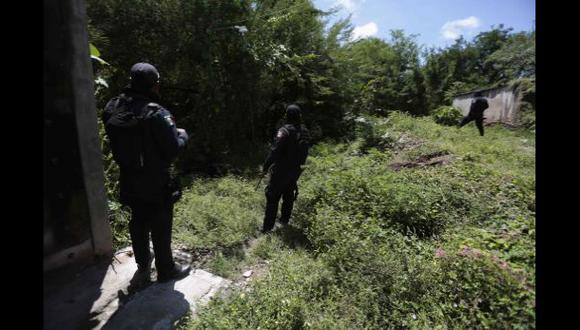 México: Hallan fosa común en zona donde buscan a estudiantes