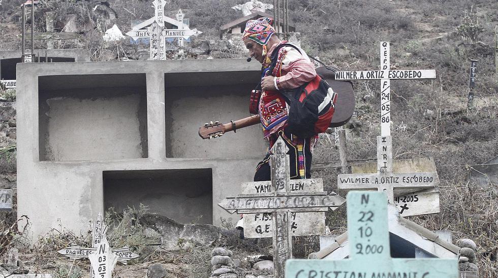 Día de Todos los Santos: plegarias en el cementerio más grande - 1