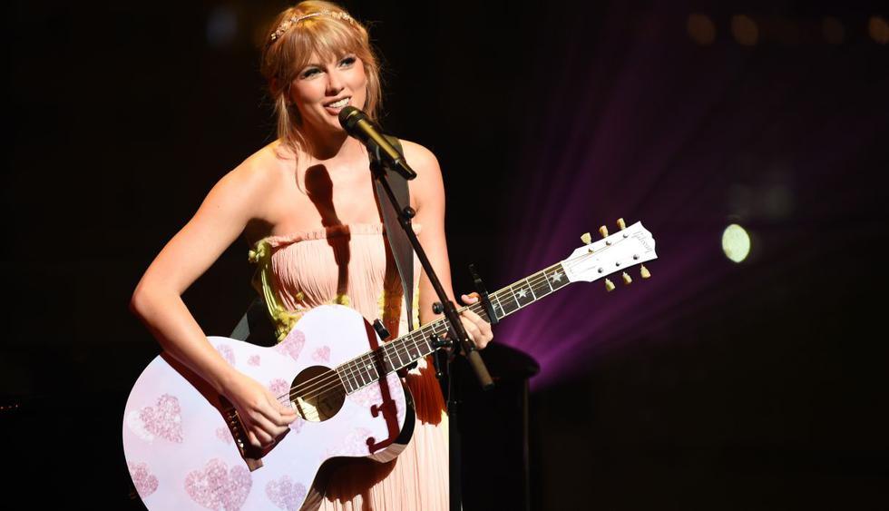 Taylor Swift podría hacer historia y convertirse en la cantante con más premios AMAs. (Foto: AFP)