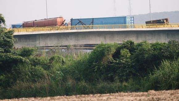 Venezuela refuerza bloqueo del puente Tienditas, en la frontera con Colombia, por donde debe entrar la ayuda humanitaria de Estados Unidos   Cúcuta. (Reuters).