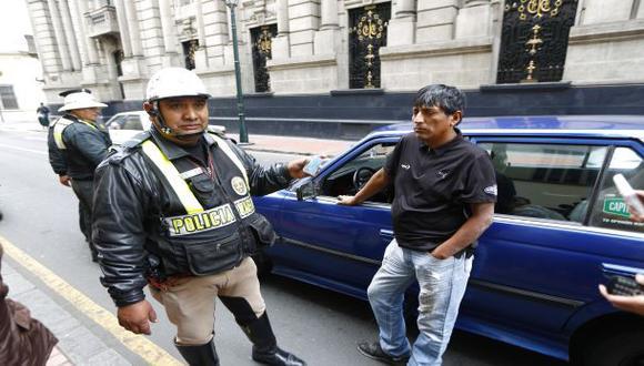 Intervención a hombre que hacía taxi colectivo generó gresca