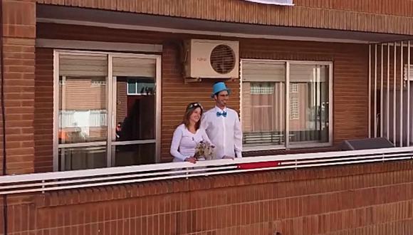 Una pareja española se dio el sí tras tener que aplazar su boda por el coronavirus. (Foto: Captura)