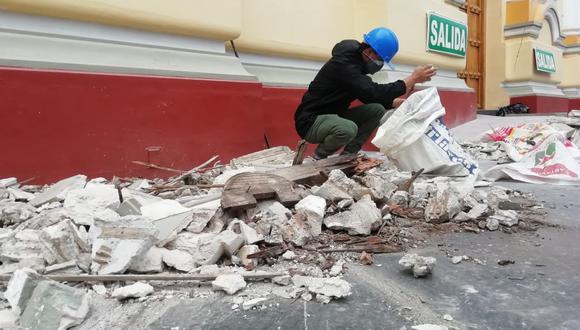 Se registró desprendimientos en la fachada de la Catedral de Piura. (Foto: Carlos Chunga)