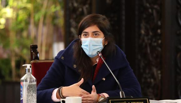 La ministra de Economía, María Antonieta Alva, aseguró que hubo mucha corrupción en las contrataciones públicas. (Foto: Presidencia)