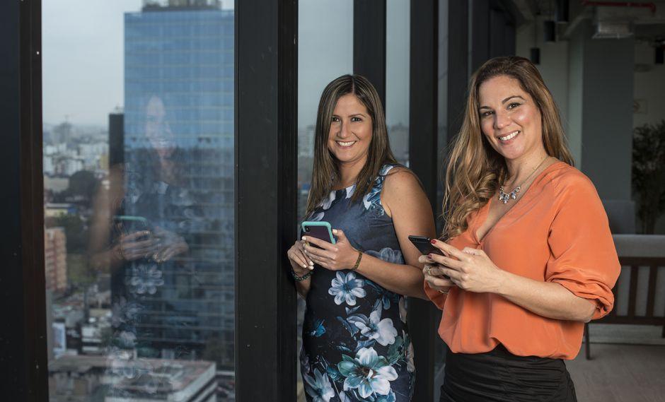 Marina Barbieri (izquierda) es la cofundadora de la plataforma. La terapeuta Cecilia Boza (derecha) se encarga de los cursos de desarrollo personal. FOTOS: Elías Alfageme.