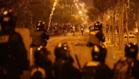 En Lima, las protestas derivaron en un enfrentamiento entre manifestantes y policiales, en el que fallecieron dos jóvenes, Jack Pintado e Inti Sotelo, tras recibir varios impactos de perdigones. (GEC)