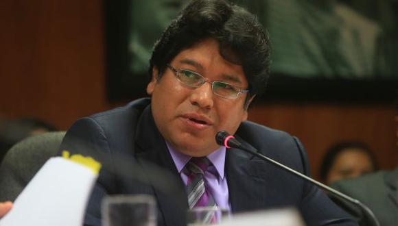 Espinoza se disculpa por imagen homofóbica contra Carlos Bruce