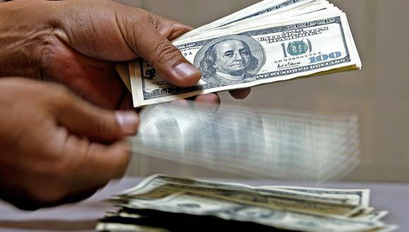 """El """"dólar blue"""" se cotizaba a 150 pesos en Argentina este viernes. (Foto: AFP)"""
