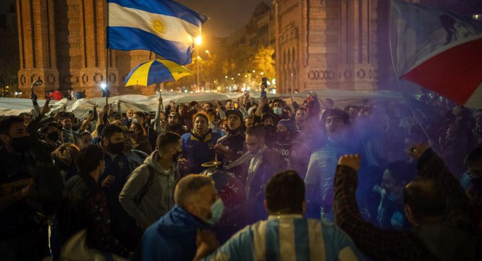 Maradona murió el miércoles a la edad de 60 años de un ataque cardíaco en una casa en las afueras de Buenos Aires, donde se recuperó de una operación cerebral. (AP/Emilio Morenatti).