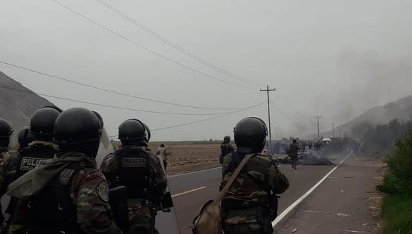 Manifestantes contra el proyecto minero Tía María mantienen bloqueadas algunas vías en Arequipa. (Foto: Cortesía)