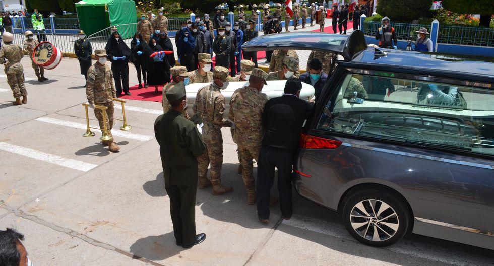 Puno: Ejército rindió homenaje de despedida a militar que murió atropellado cuando realizaba acciones de control por estado de emergencia. (Foto: Carlos Fernández)
