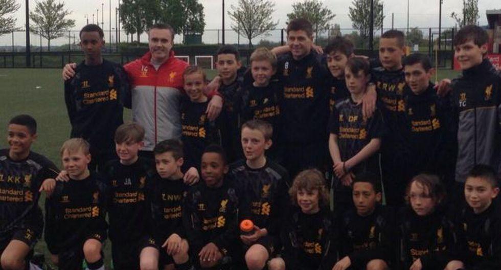 Gerrard y la promesa que le hizo a los canteranos del Liverpool
