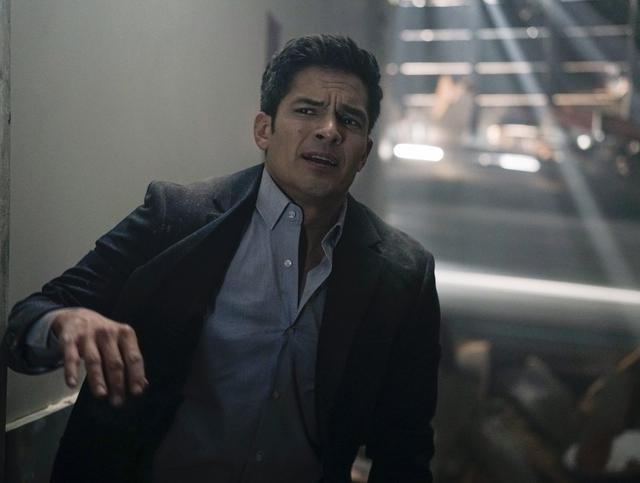 Доктор Мелендес умер после землетрясения в 3 сезоне (Фото: ABC)