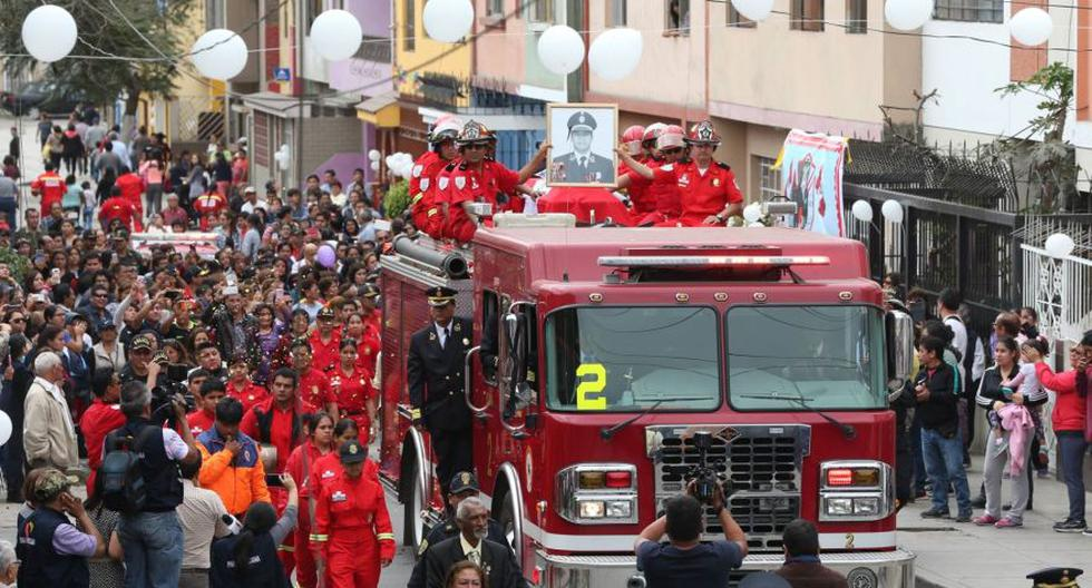 El último adiós a valerosos bomberos que murieron en incendio - 14
