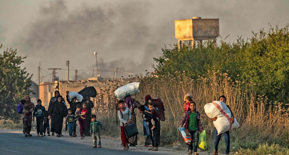 El presidente de Turquía ha dicho que los sirios no deben preocuparse y que quien no los enfrente no será objetivo del ataque. Sin embargo, decenas de civiles ya han comenzado a huir de la zona. (AFP)