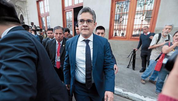 Fiscal José Domingo Pérez brindó declaraciones a la prensa tras emitir su voto en Miraflores.