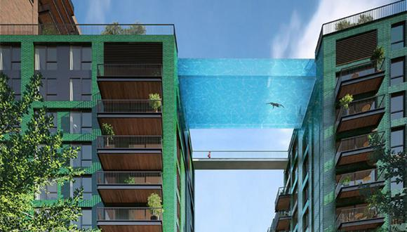 """La primera piscina de cristal que cuelga sobre dos azoteas permitirá a los inquilinos de un exclusivo club """"cruzar"""" la calle nadando a 35 metros sobre el suelo. (Foto: Embassy Gardens)"""