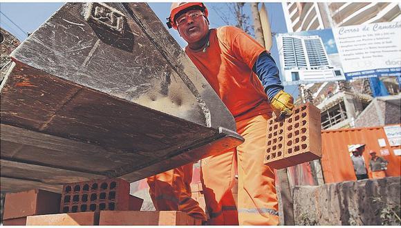 Destacó el dinamismo del empleo en el sector construcción al aumentar en 56%.