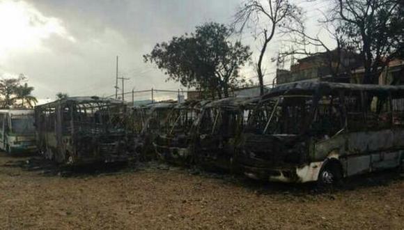 Venezuela: Desconocidos incendian 10 autobuses en Táchira