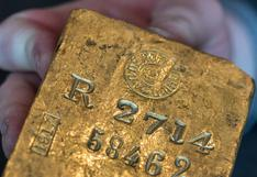 Oro cae luego de que dólar recupera pérdidas pero se mantiene sobre US$1.750