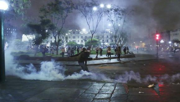 Plaza San Martín: jóvenes y policías se enfrentaron tras marcha