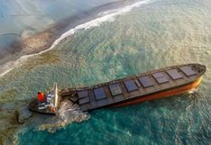 Desastre ambiental: se parte en dos el carguero que vertió petróleo en aguas de la isla Mauricio | FOTOS