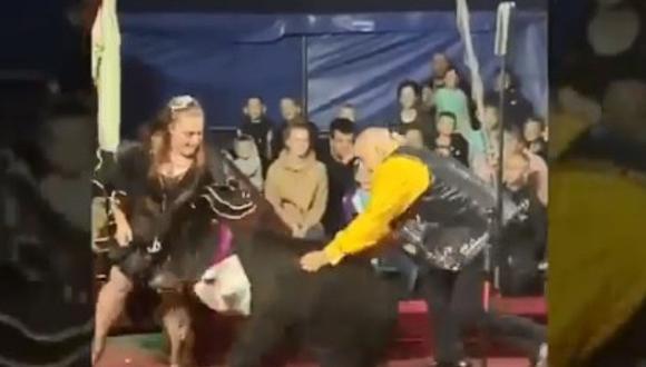 Oso ataca a su entrenadora en un show de circo en Rusia. (Foto: @siberian_times / Twitter)