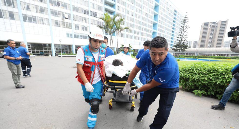 Essalud informó que menor de 17 años murió en el hospital Almenara. Los heridos por el incendio en Villa El Salvador fueron trasladados también a los hospitales Rebagliati, Uldarico Roca de Villa El Salvador y Guillermo Kaelin de Villa María del Triunfo