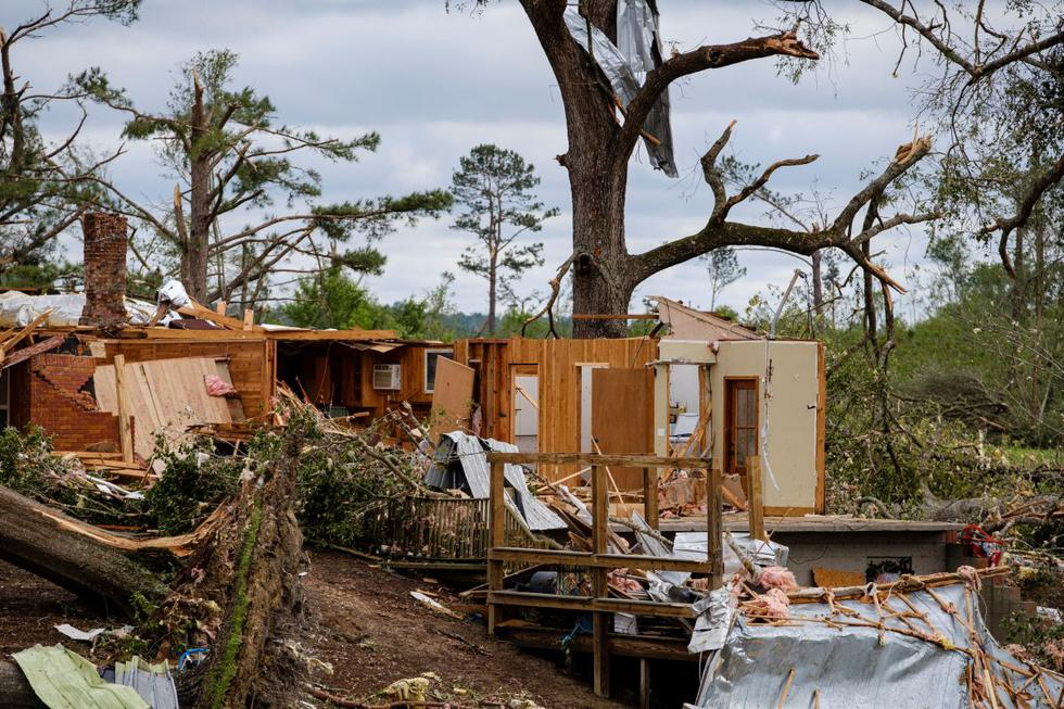 Una casa destruida por dos poderosos tornados que arrasaron Soso, Mississippi, Estados Unidos. (Foto: EFE/Dan Anderson)