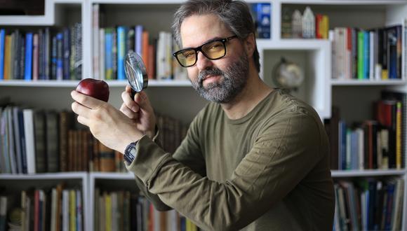 """Víctor García-Belaunde Velarde, coautor del libro """"El mundo invisible"""", un conjunto de historias que buscan promover el pensamiento crítico contra las pseudociencias."""