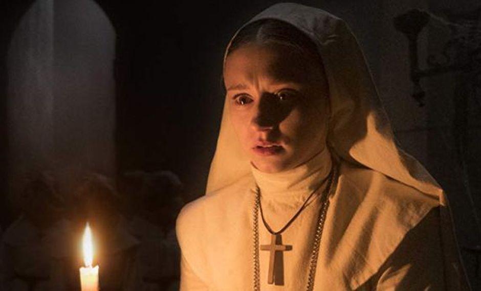 En 1952, en el monasterio de Cârţa en Rumania, una monja, un sacerdote y un noviciado investigan la muerte de una monja (Foto: Warner Bros.)