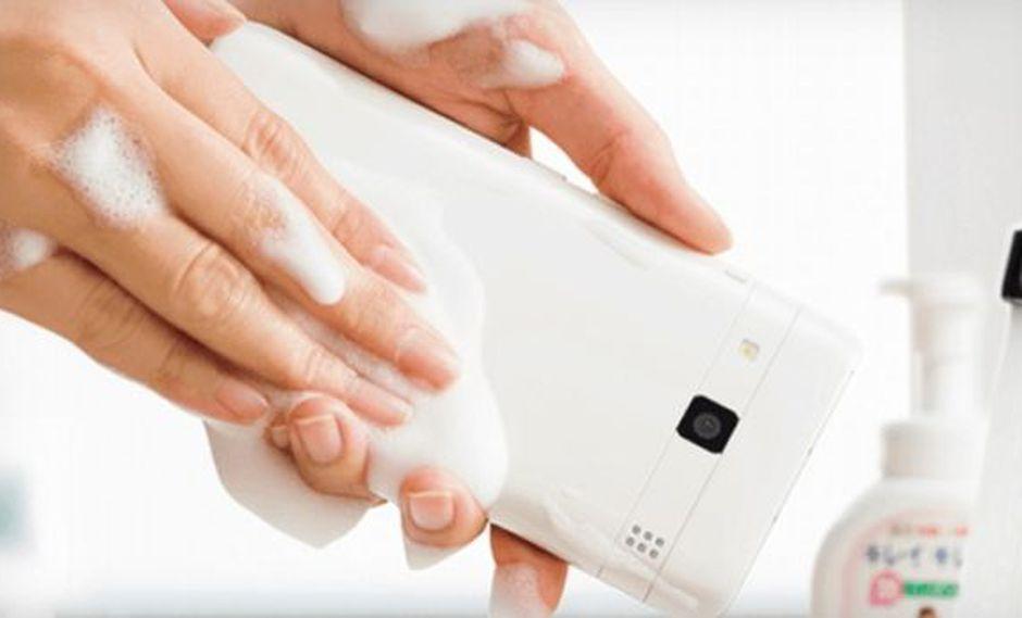 Lanzan el primer smartphone que se puede lavar con agua y jabón