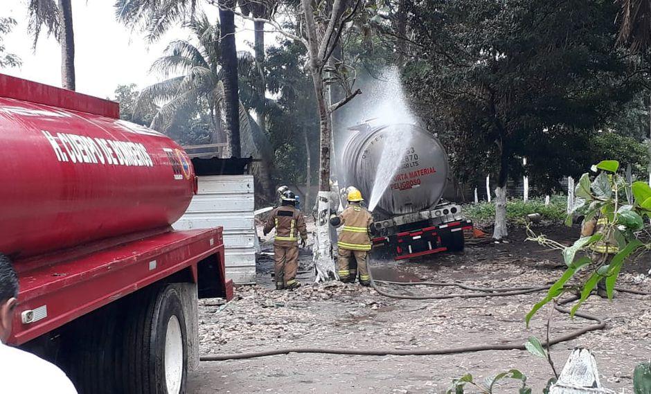 Estalla almacén de gasolina clandestino en el estado mexicano de Tabasco. Foto: @ProcivilTabasco, vía El Universal de México/ GDA