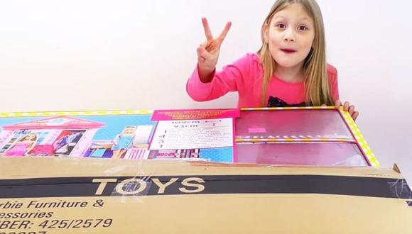 El video más popular de Ava, con 8,6 millones de visitas, es de cuando desempaquetó una casa de juguete de la muñeca Barbie. (Foto: YouTube)