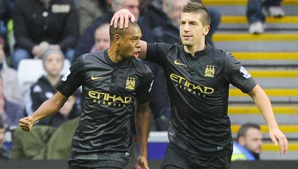 Manchester City derrotó 3-2 al Swansea y mete presión al Arsenal