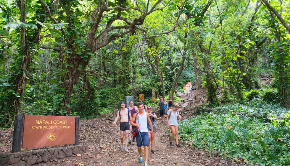 "Puedes acampar a lo largo del  camino ""Kalalau Trail"" en Kahuai. (Foto: Shutterstock)"