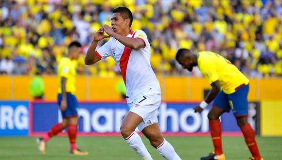 """Paolo Hurtado: """"El ante Ecuador me cambió la vida, tengo la foto de recuerdo, significa mucho para mí""""   Foto: AFP"""