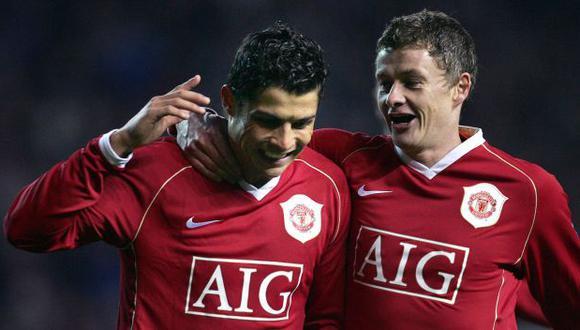 Cristiano Ronaldo y Ole Gunnar Solskjaer fueron compañeros en Manchester United. En esta temporada, CR7 podría ser dirigido por su excompañero (Foto: AFP)